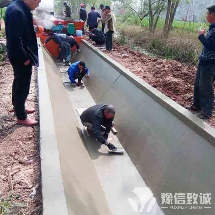 自走式排灌渠成型機